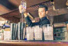 Free-pouring i miksologia drinkow