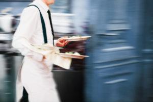 Serwis angielski – rola kelnera podczas obslugi gosci